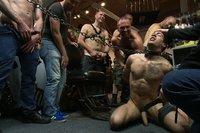Video bondage gay : lope humiliée par son master & partouzé par les clients dans un sexe shop
