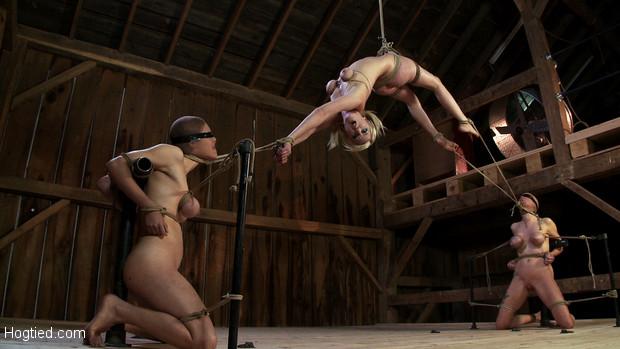 14 «Beautiful women having naked