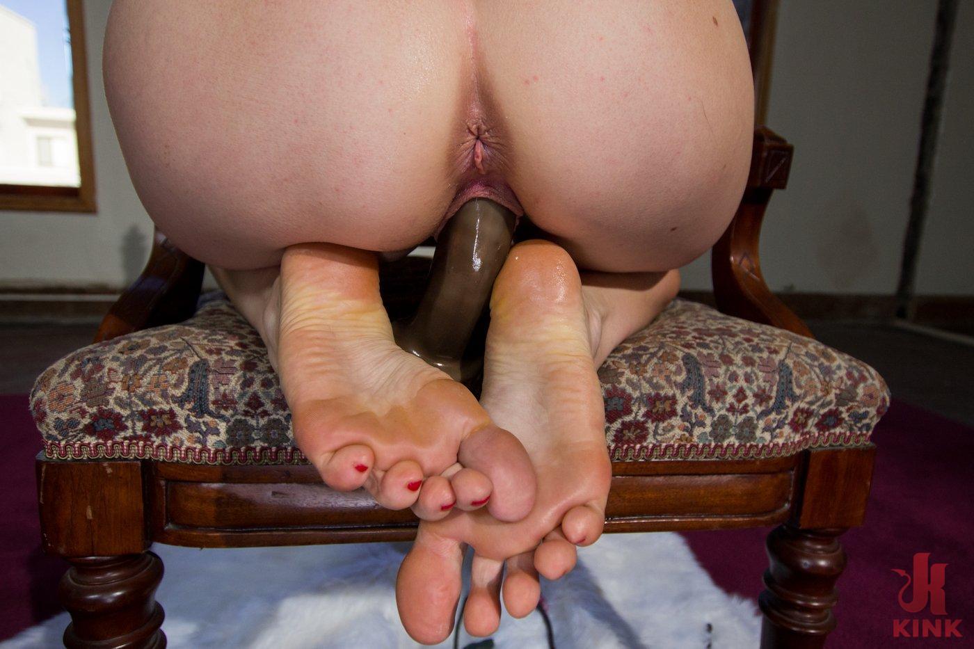 pissing feet