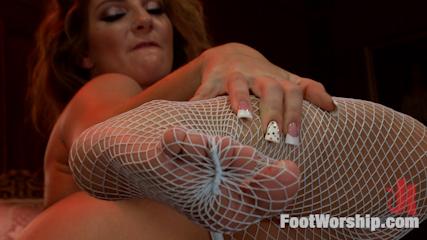 Stripper Toes, Shrimping & Squirt: A VIP Room Foot Job