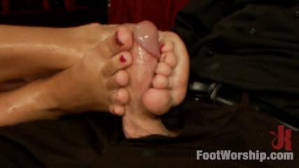Luscious Fertility Goddess Foot Worship