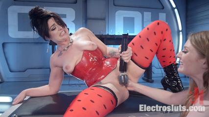 Ela Darling Electrosexed!