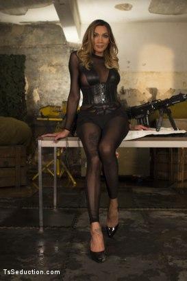 lee dominatrix Yasmin