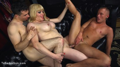 Ts dominatrix jesse fucks and punishes a submissive man and a ts