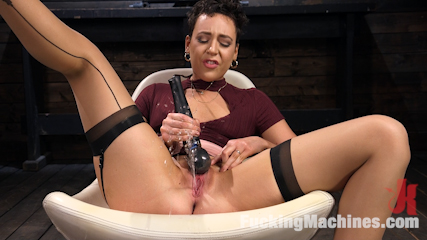 Good Girl Next Door Lilith Luxe Double Penetrated by Fucking Machines!
