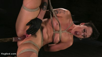 Pain bitch lilith luxe cums relentlessly from torture and rope