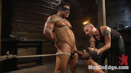 Muscle Stud Draven Navarro Gets His Big Cock Sucked and Edged