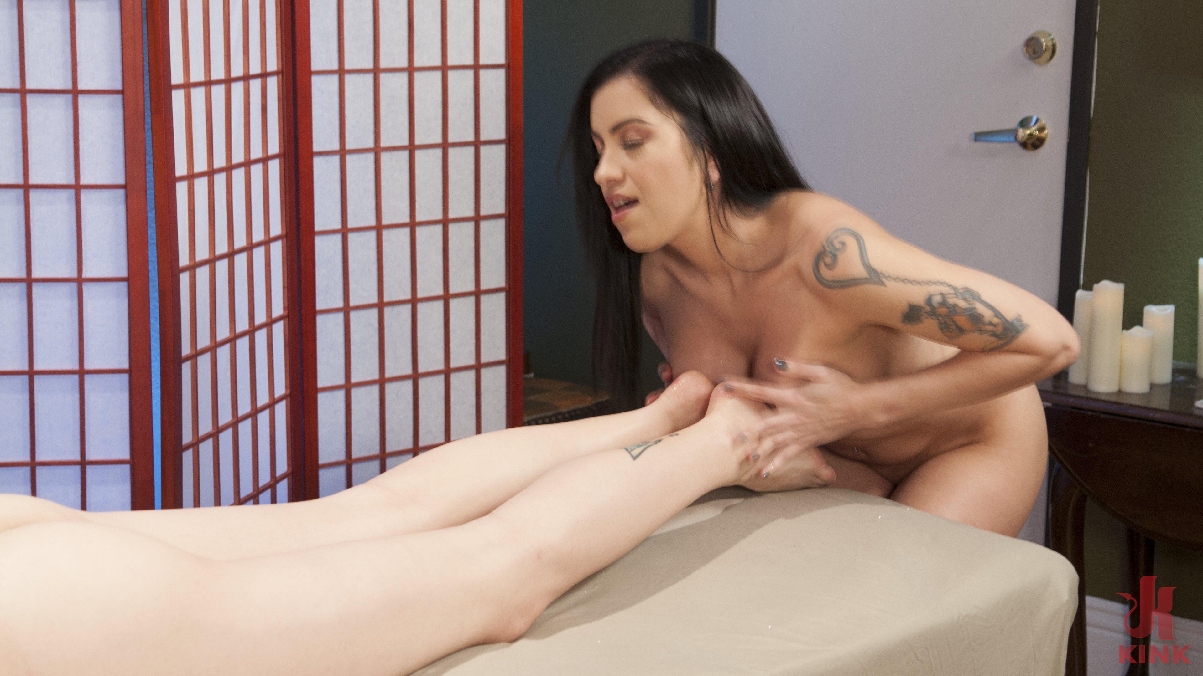 Nuru Masseuse Cassandra Cain Deep-Dicked by TS Client Casey Kisses