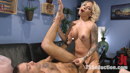 Special Sauce: Delivery Boy Fucked by TS Foxxy!