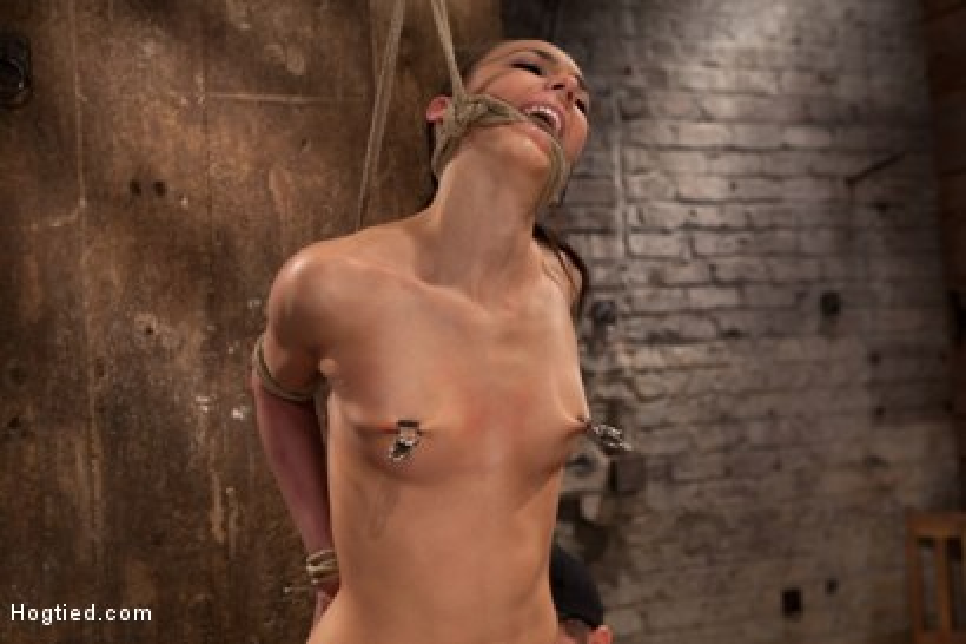neck dungeon Roped equipment bondage