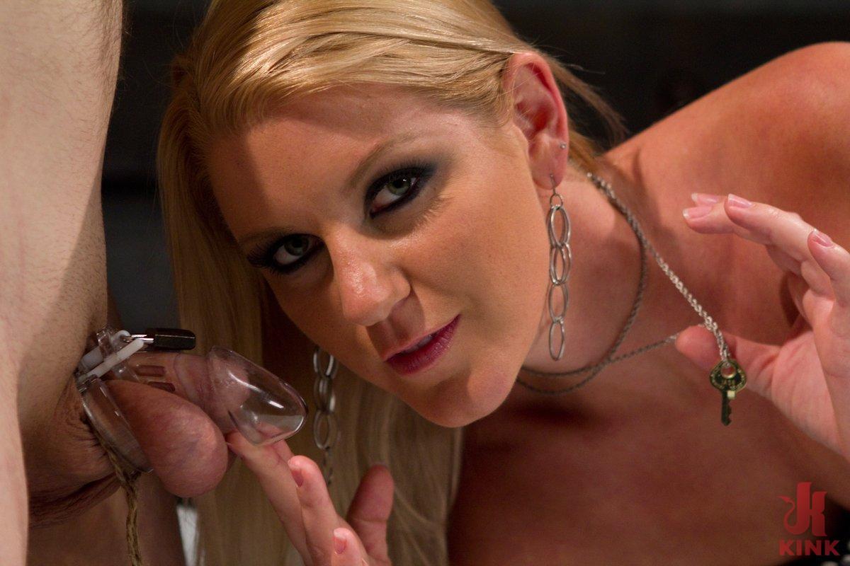 Ashley humillación facial