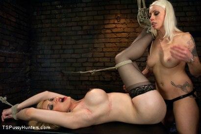 A different HuntLorelei Lee binds Eva Lin in Sexy
