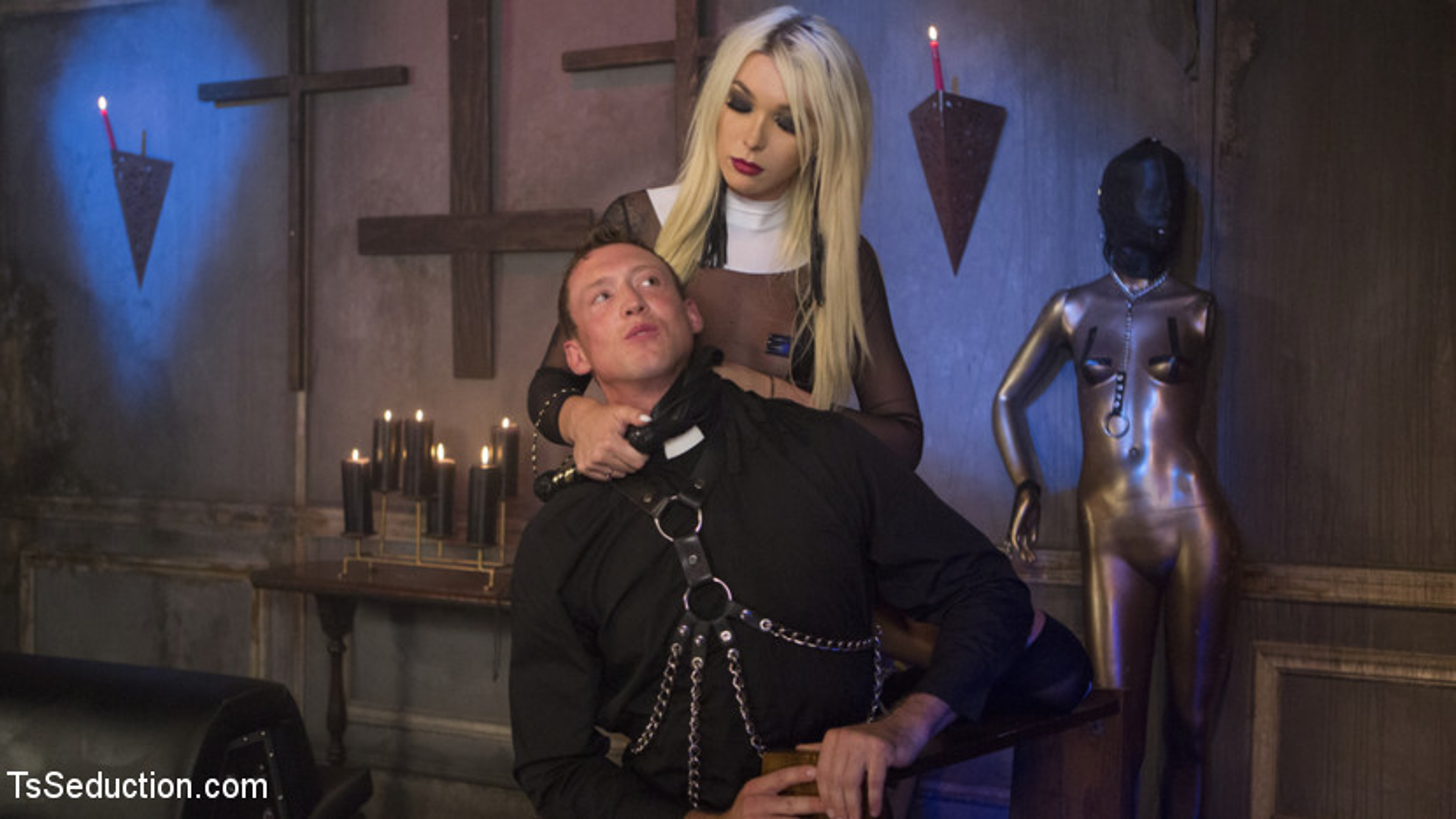 Sister Aubrey Kate Punishes Priest Pierce Paris