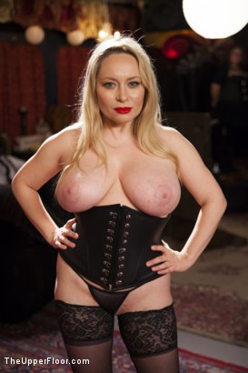 Strapon domme mistress in seamed stockings does it all - 1 4