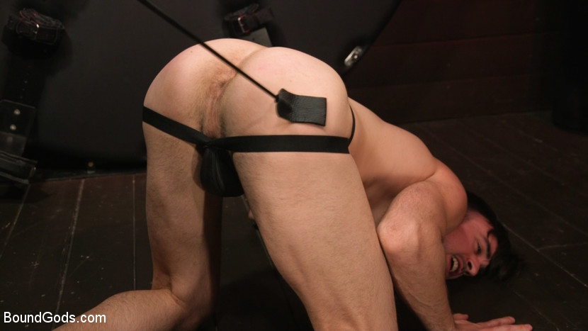 Muscle Daddy Dale Savage Punishes Big-Dicked Mason Lear