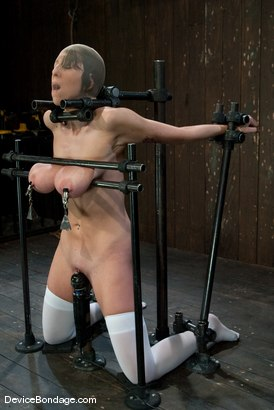 Janine Bondage 68
